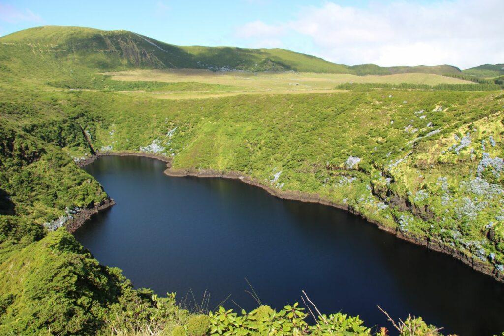 פלורס Miradouro Lagoa Negra e Lagoa Comprida האיים האזוריים