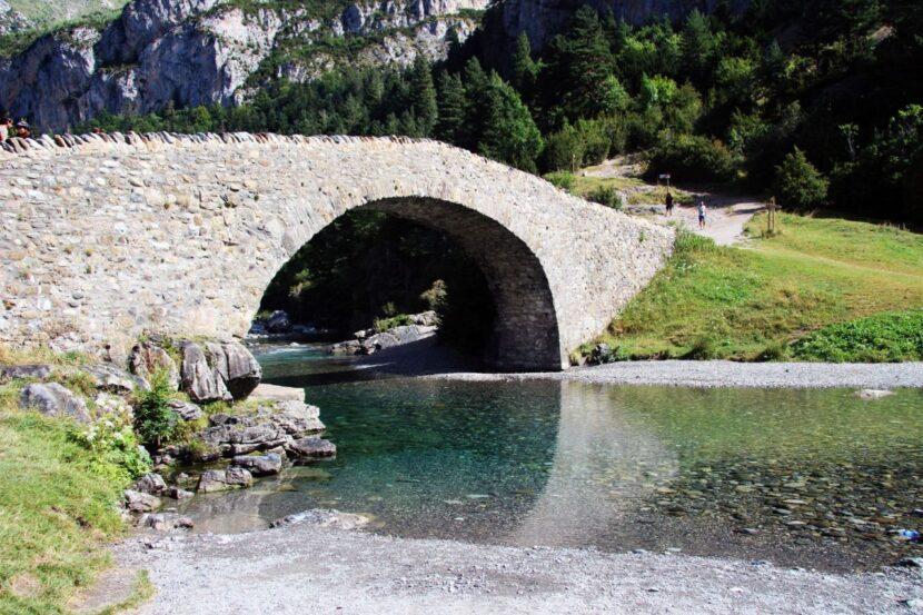 תכנון טיול בהתאמה אישית לפירנאים Puente románico de San Nicolas de Bujaruelo